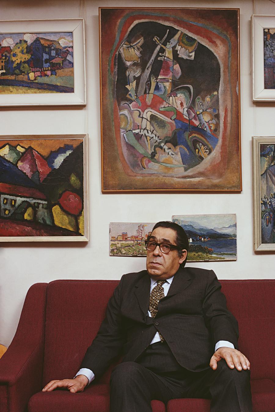 O colecionador de arte russo George Costakis (1913-1990). Foto de fevereiro de 1973.
