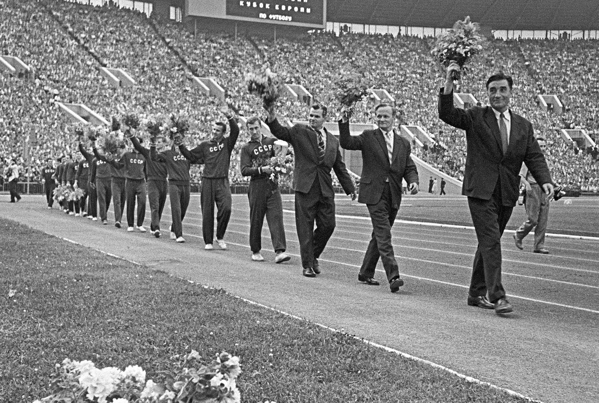 Sovjetska nogometna reprezentacija nakon svoje prve pobjede u povijesti na Europskom nogometnom prvenstvu 1960.