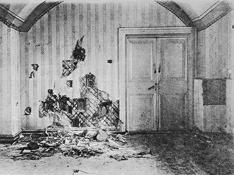 Der Keller des Ipatjew-Hauses nach der Ermordung der Zarenfamilie
