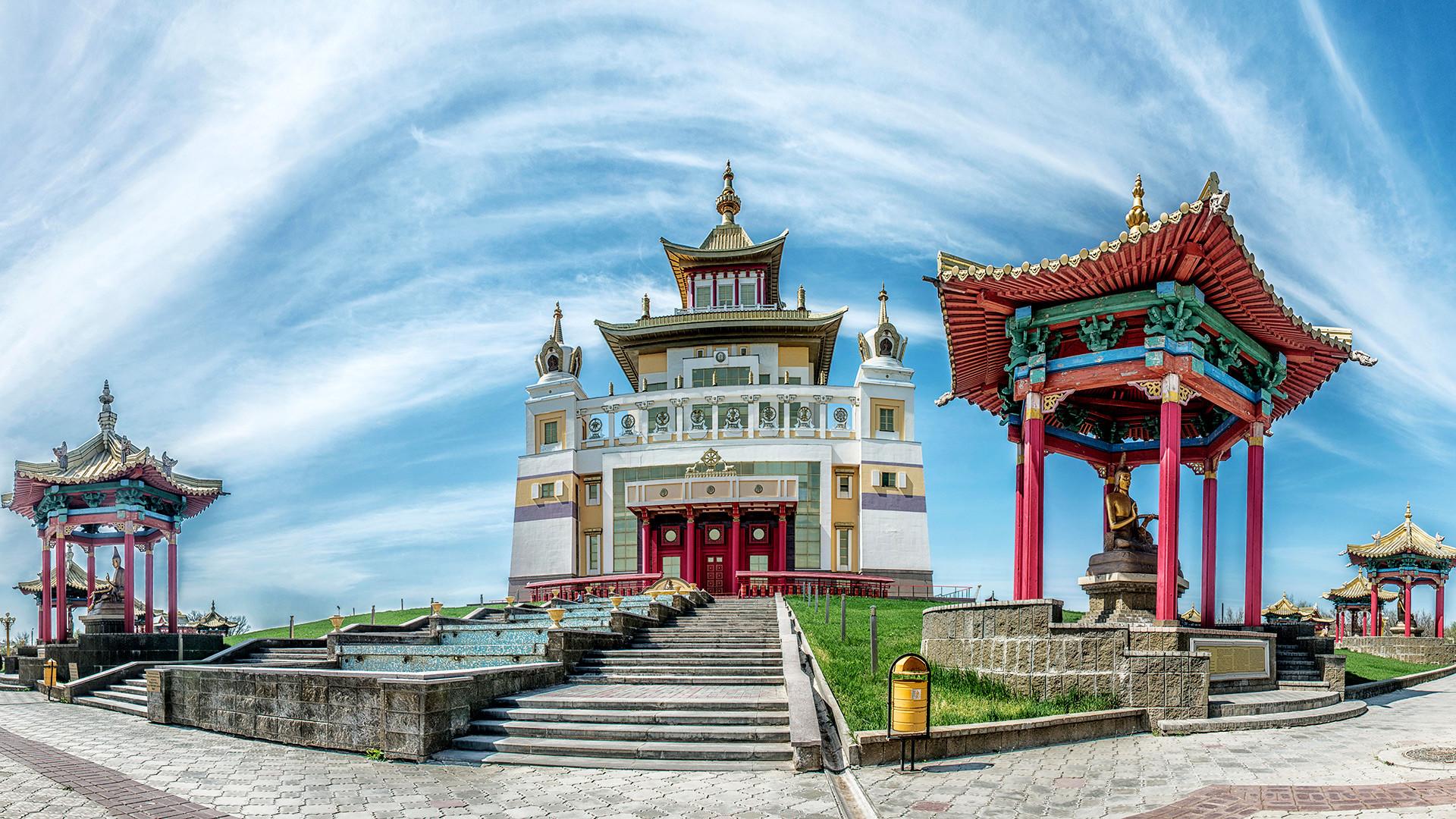 釈迦牟尼仏黄金僧院(カルムイク共和国)