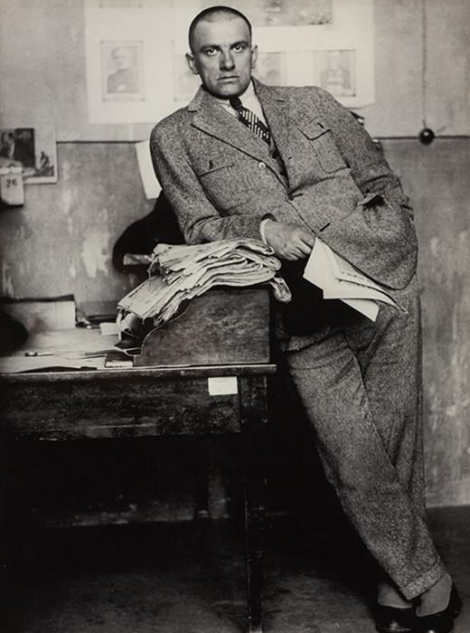 Majakovski na uredništvu, 1927