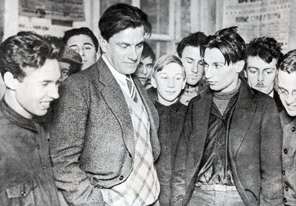 Majakovski na razstavi ob 20-letnici svojega ustvarjanja, 1930