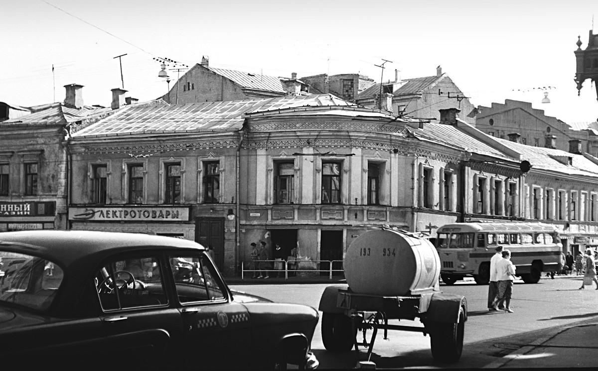 Intersección de calle Maroséika y la callejuela Starosadski, años 50.