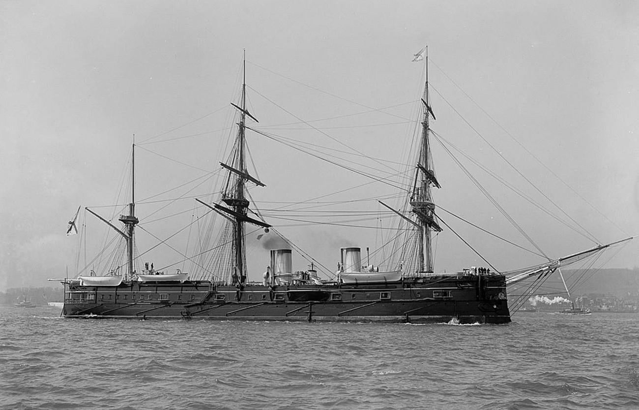 巡洋艦「ドミトリー・ドンスコイ」、アメリカ大陸の発見から400年の記念日を捧げたニューヨーク港でのパレードの時。1893年4 月27日。