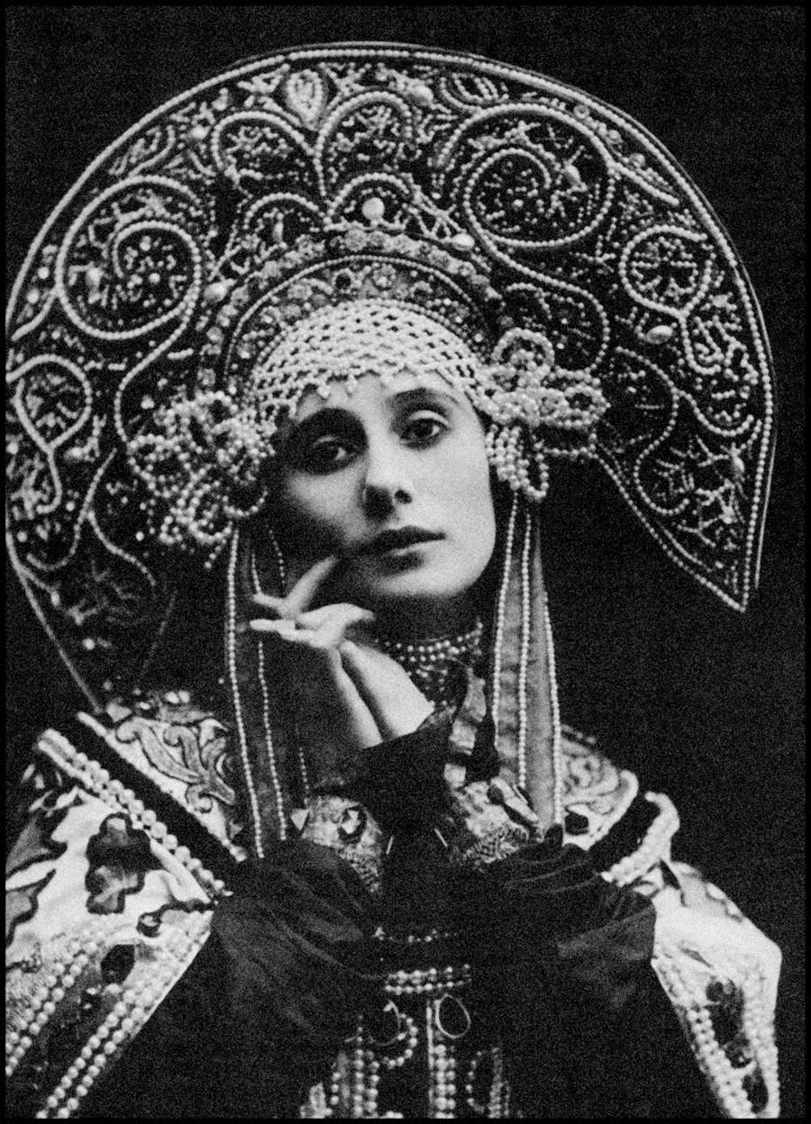 La bailarina Anna Pávlova bailó en la los ballets de Diághilev con un 'kokóshnik'.