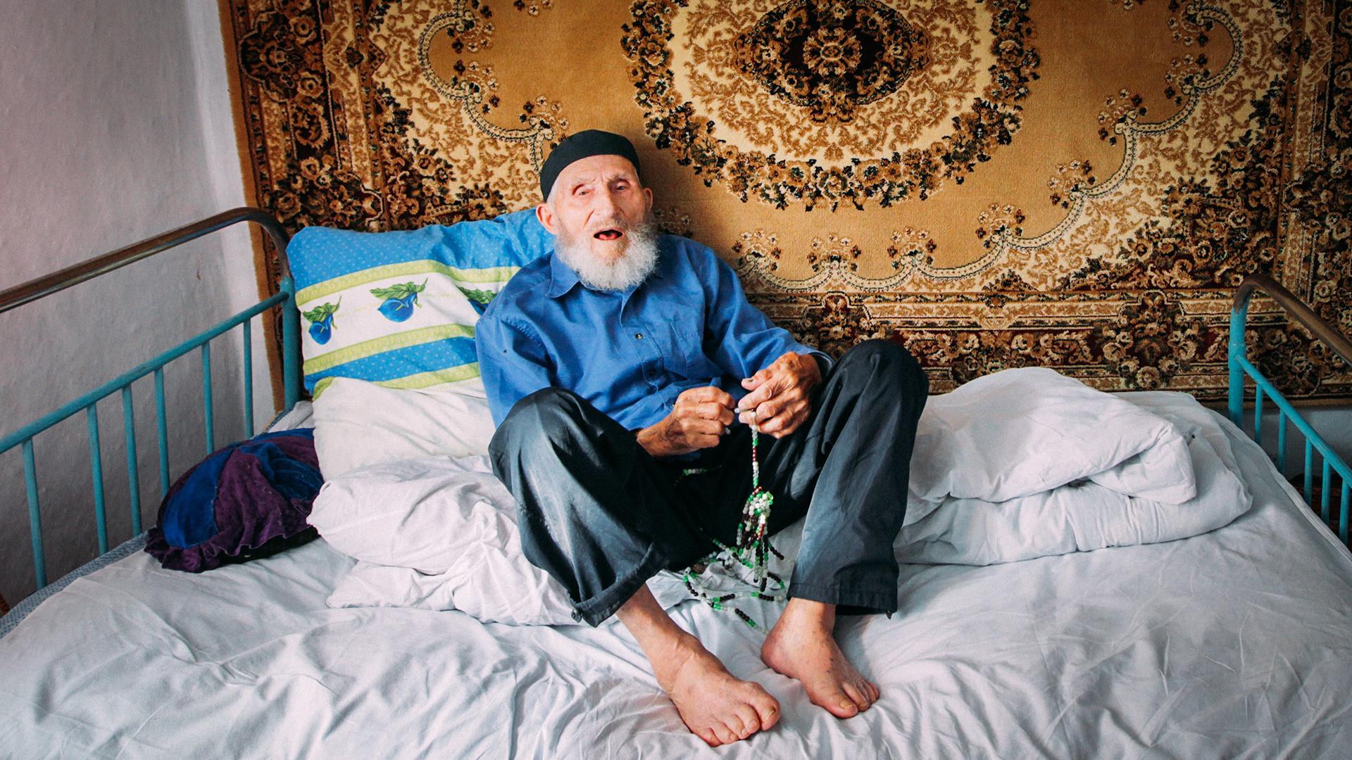 ロシアの長寿の人、マゴメド・ラバザノフさん。1890年3月1日に産まれた。