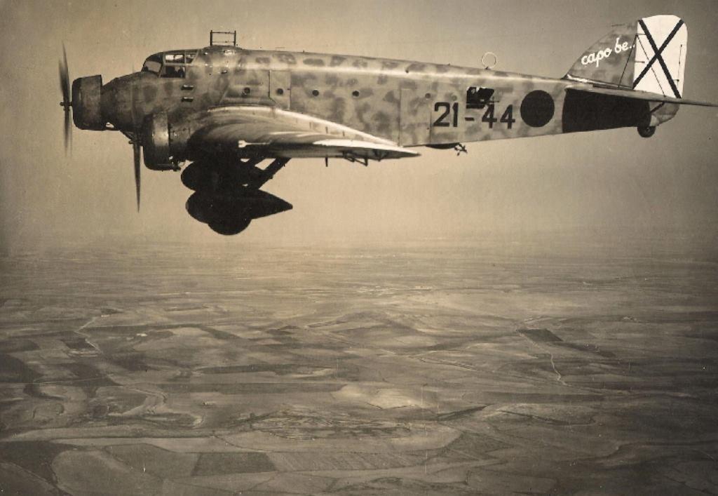 Savoia Marchetti SM.81sobrevolando España.