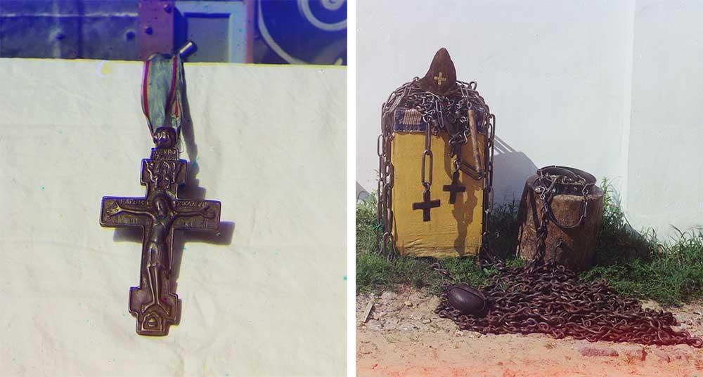 Od leve proti desni: križ, s katerim je menih Irinarh blagoslovil Minina in Požarskega. Irinarhovo samostansko imetje: pokrivalo puščavnika, verige, križi ter gorjača, 1911
