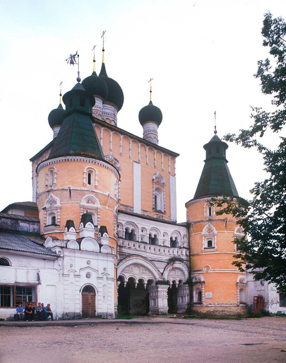 Samostan sv. Borisa in Gleba. Cerkev device Marije pri severnih vratih s severne perspektive, 4. oktober 1992