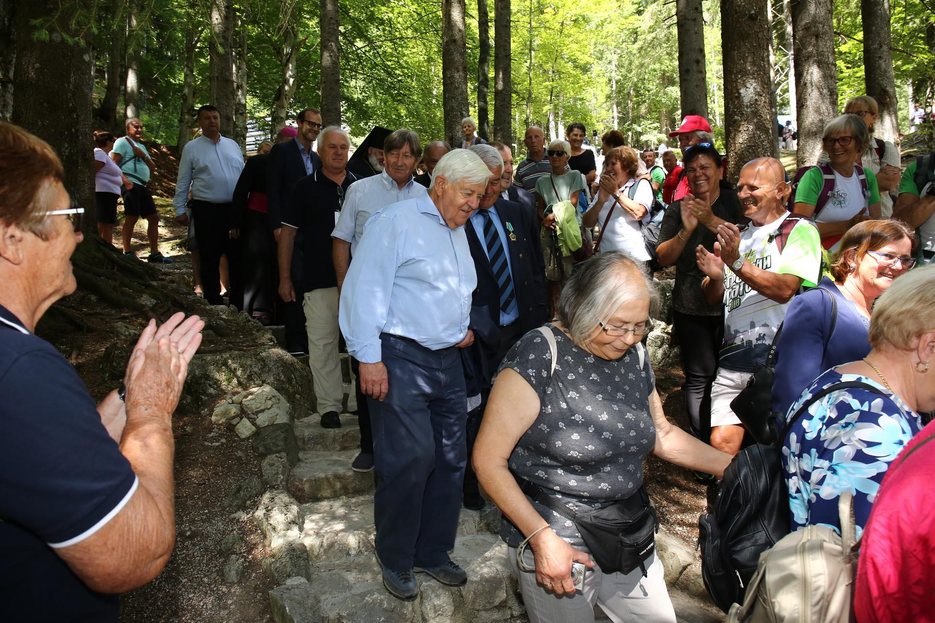 S prireditvenega prizorišča se je spustil tudi nasmejani nekdanji predsednik Milan Kučan.