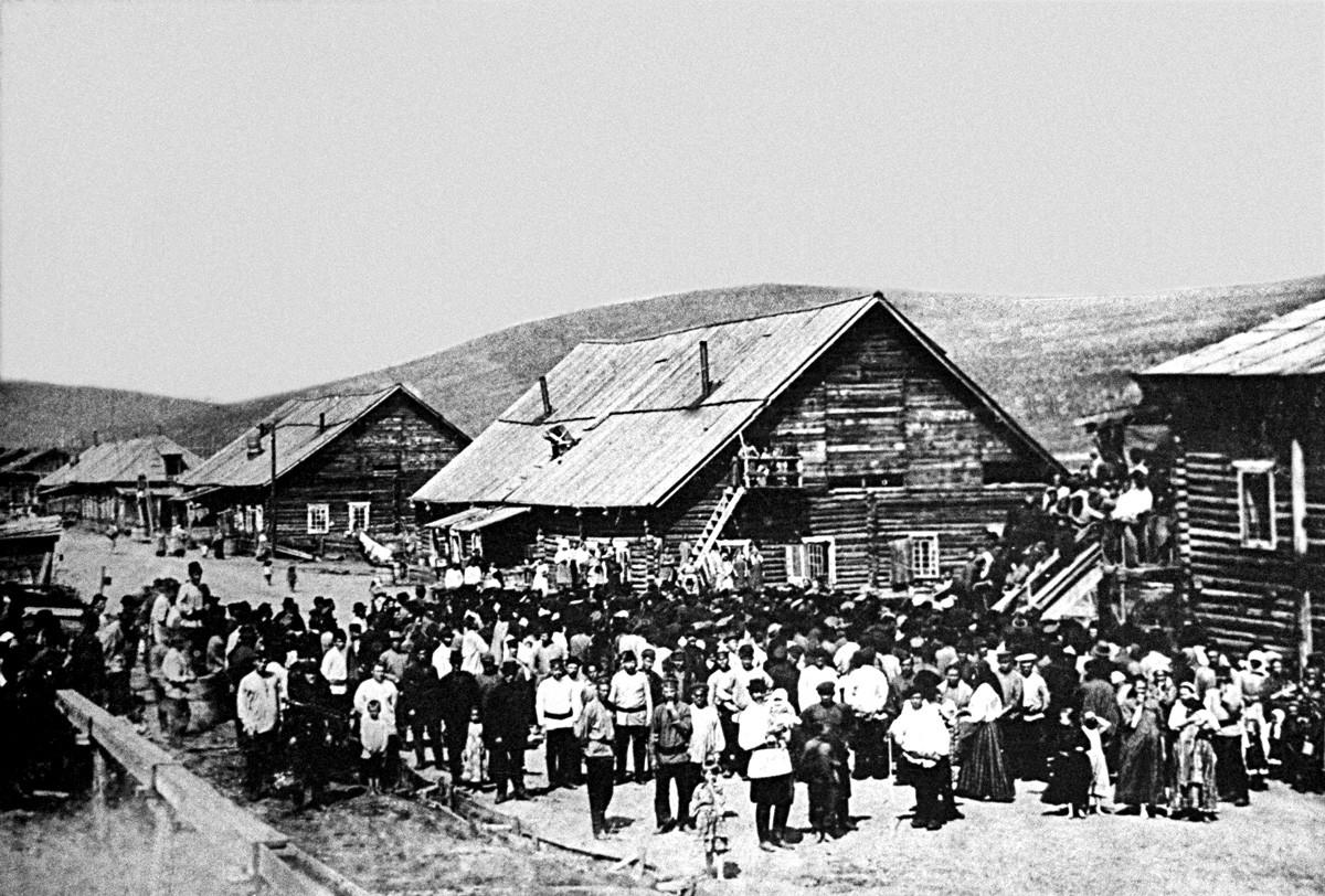 レーナ金山の労働者。ケメロヴォ州、ロシア帝国、1912年。