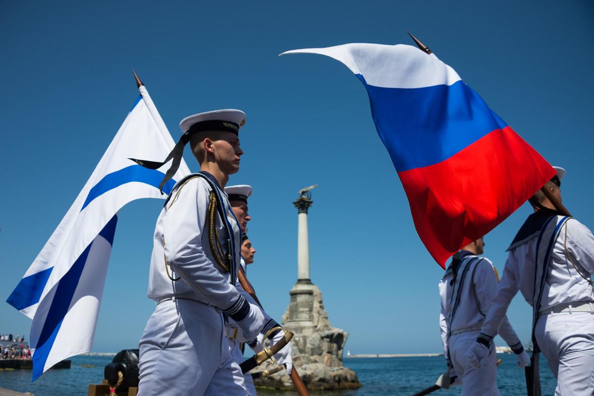 Руски морнар на прослави Дана Руске морнарице у Севастопољу.