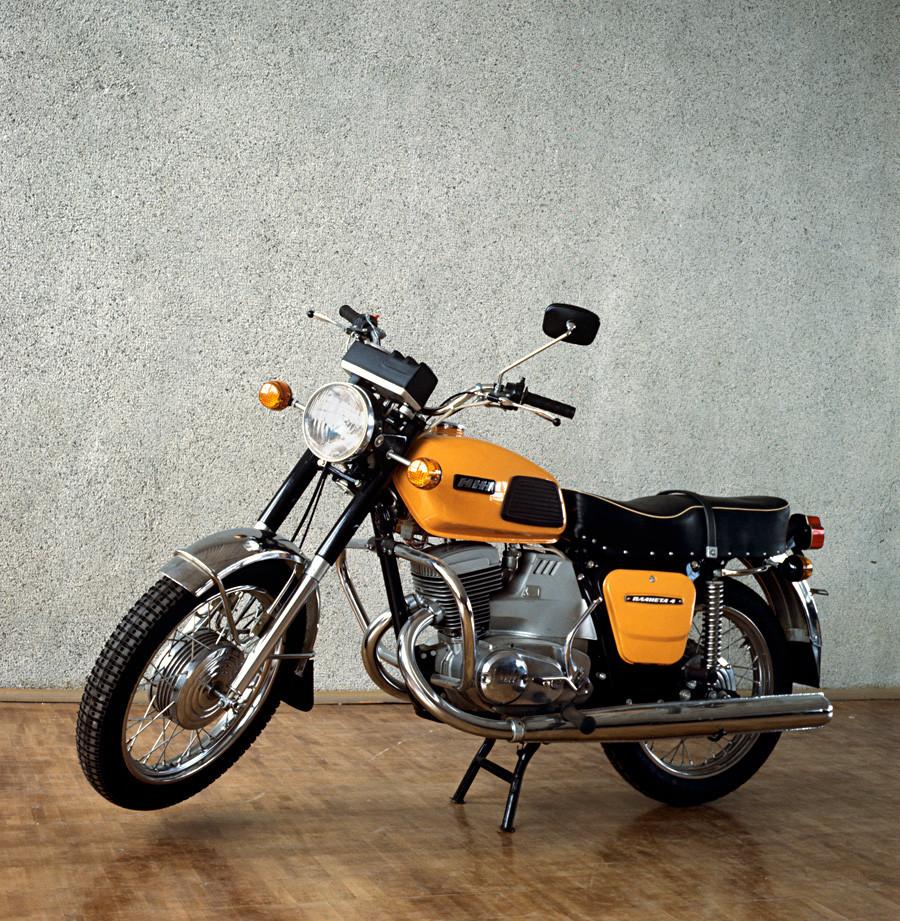 イジェフスク機械製作工場で生産されたバイク「Izh-Planeta-4 」
