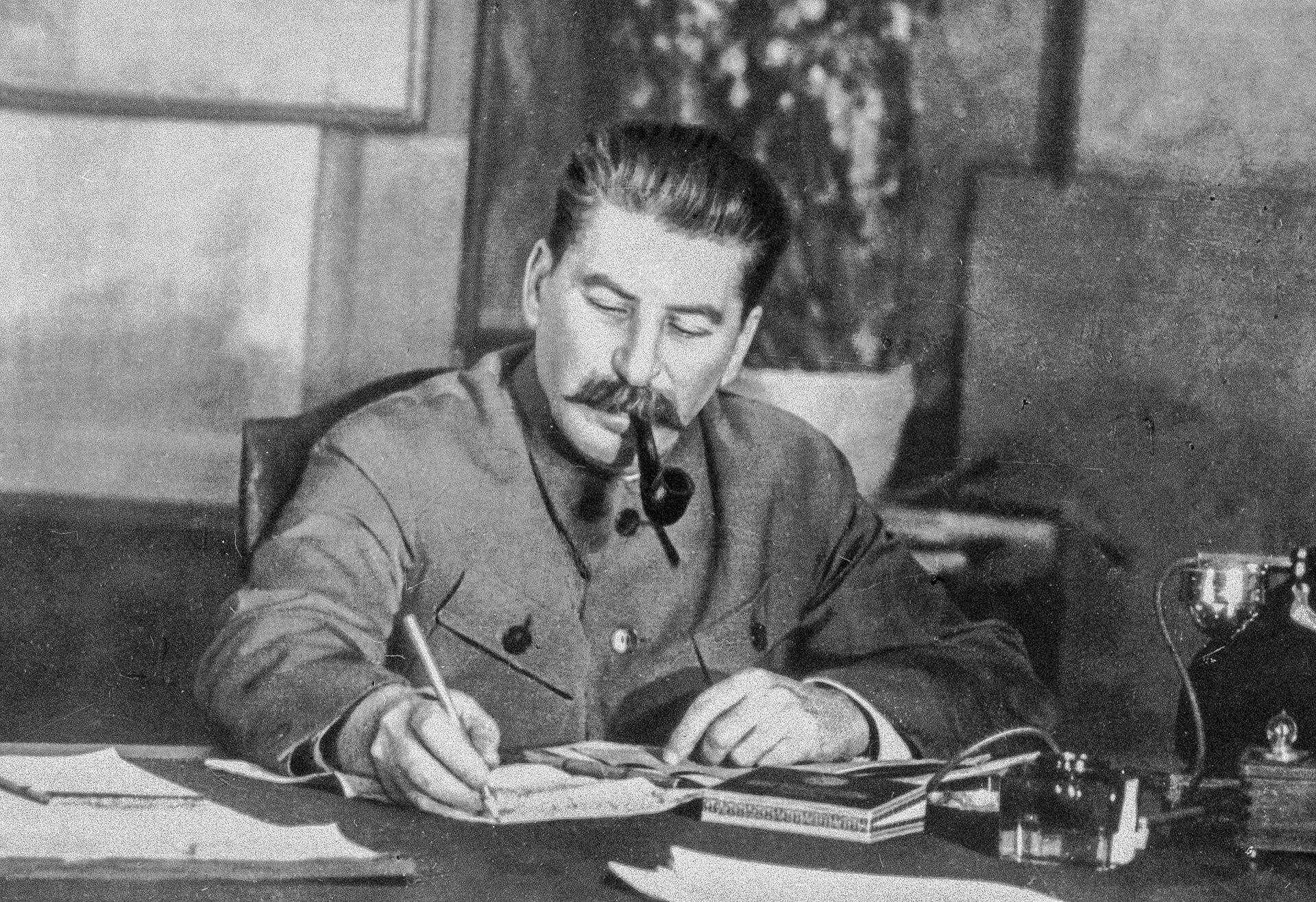 """Presume-se que tenha sido graças a Stálin que o """"ë"""" tornou-se parte do alfabeto russo, na década de 1940."""
