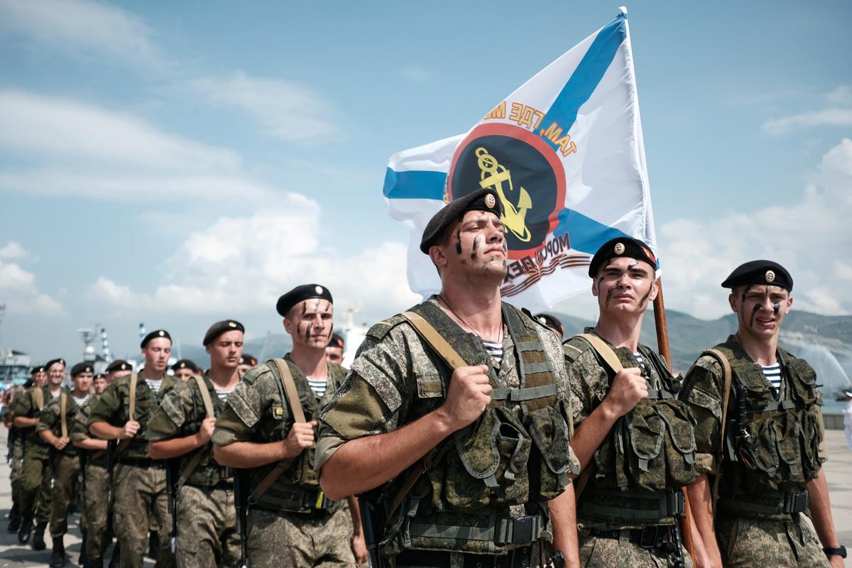 Маринци на прославата на Денот на Воената морнарица во Новоросијск.