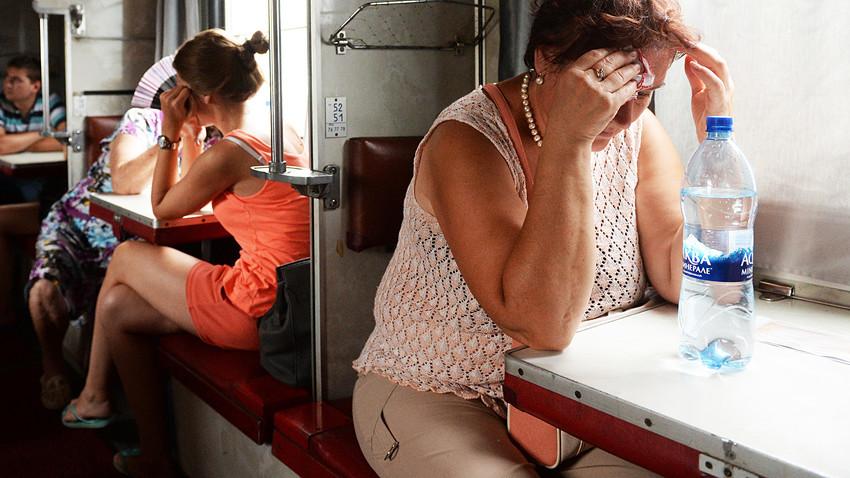 Bepergian dengan kereta api di Rusia adalah sesuatu yang sangat istimewa.