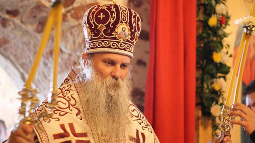 Владика Јован на служби у храму Богојављења, село Хопиљево надомак Рибинска