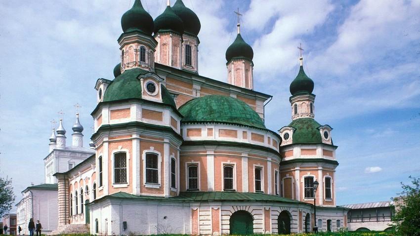 ペレスラヴリ・ザレスキー。ゴリツキー生神女就寝修道院。南東側の景観。1996年5月21日。