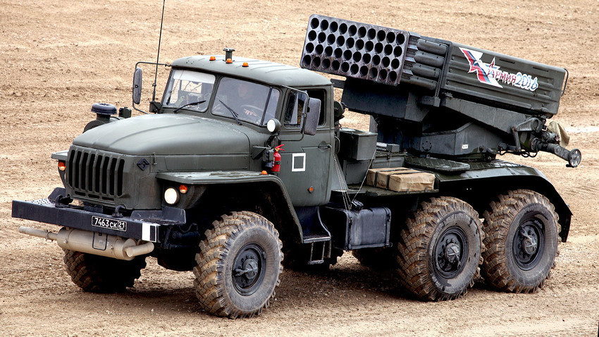 """Модернизираниот повеќецевен ракетен лансер 9К51М """"Торнадо-Г"""" калибар 122 мм"""