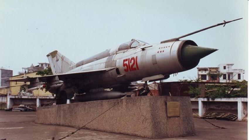 MiG-21 en el Museo de la Fuerza Aérea de Vietnam, Hanói.