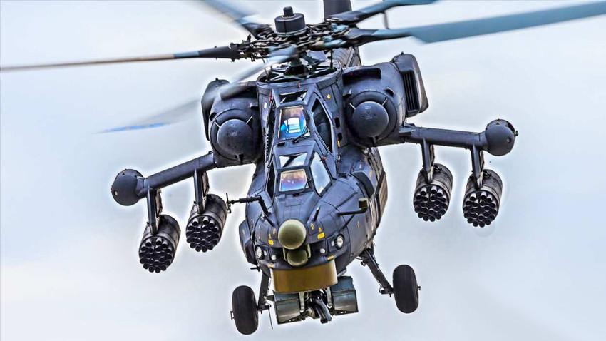 """Ми-28Н вооружен со поткрилним """"саќести"""" контејнери Б8В20-А кои служат за смешстување на НРЗ калибар 80 мм"""