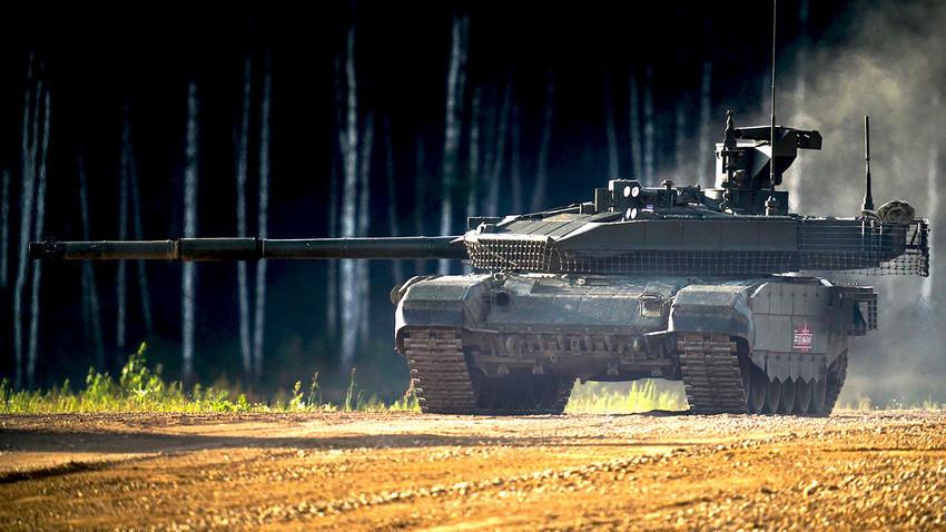 Ponazoritev delovanja T-90M na vojaškem sejmu Armija-2018