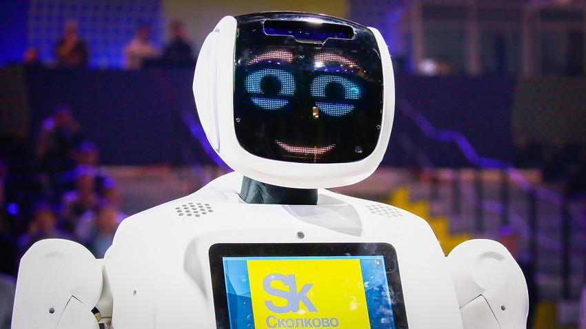 Untuk saat ini, robot tersebut masih kesulitan mengenali senjata tersembunyi, tetapi pada akhir tahun ini perusahaan berencana menggunakan kamera inframerah untuk meningkatkan kecepatan dan kualitas pengenalannya.