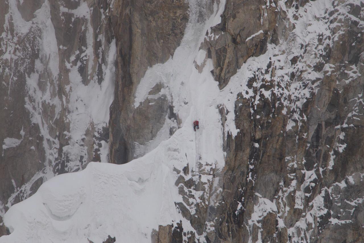 Gukov zaglavljen na prilazu planinskom vrhu.