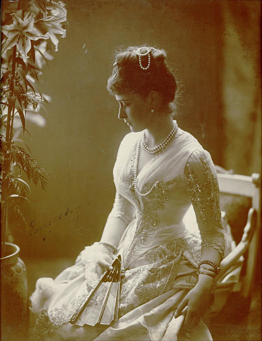 Елисавета Фьодоровна, съпруга на Сергей Александрович Романов и сестра на последната руска царица Александра Фьодоровна (съпуга на Николай II)