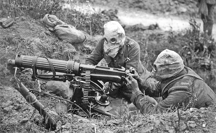 Soldats allemands équipés de masques à gaz