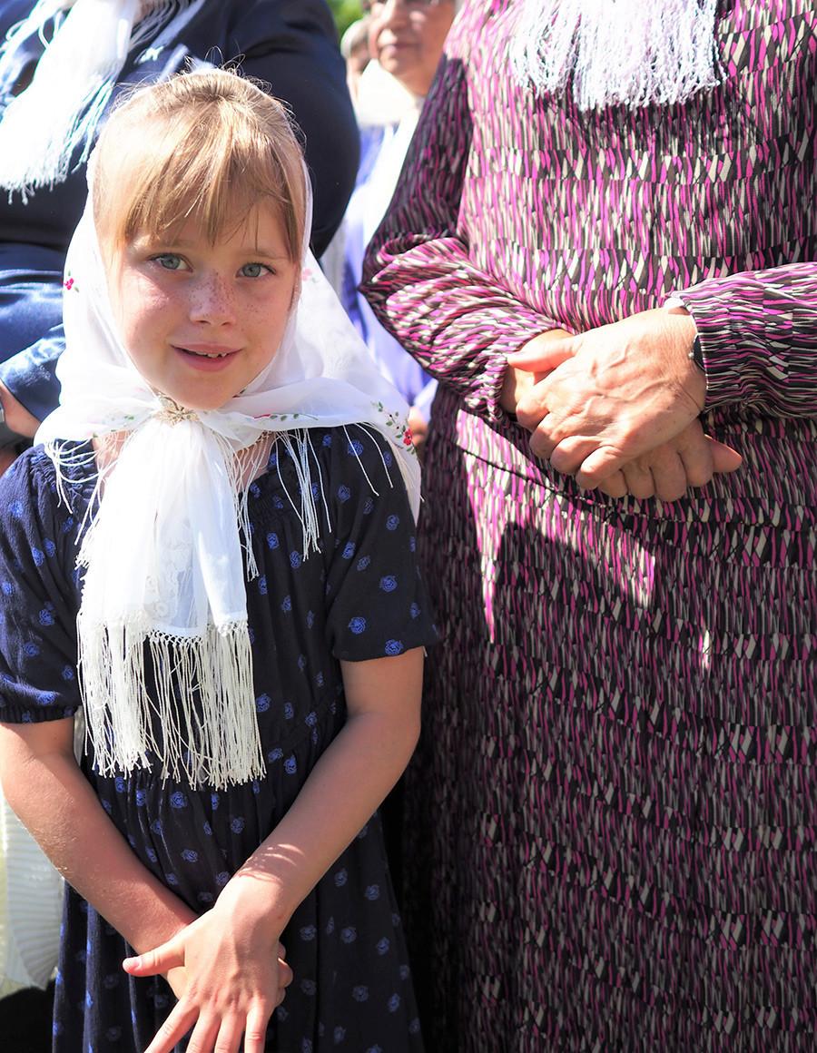 Ariana Ogloff durante a reza comunitária.