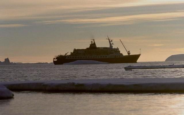 MV Ljubov Orlova na Antarktiki