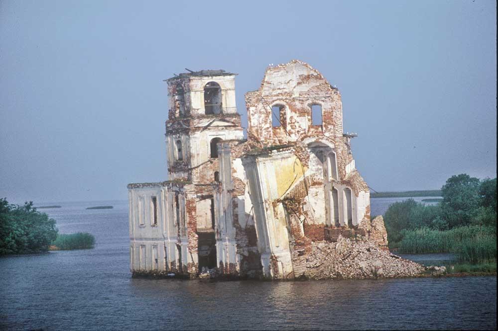 Krokhino. Chiesa della Natività di Cristo, vista sud-est dal fiume Sheksna. 14 luglio 2007