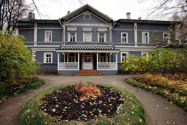 Rumah-museum komposer Pyotr Tchaikovsky.