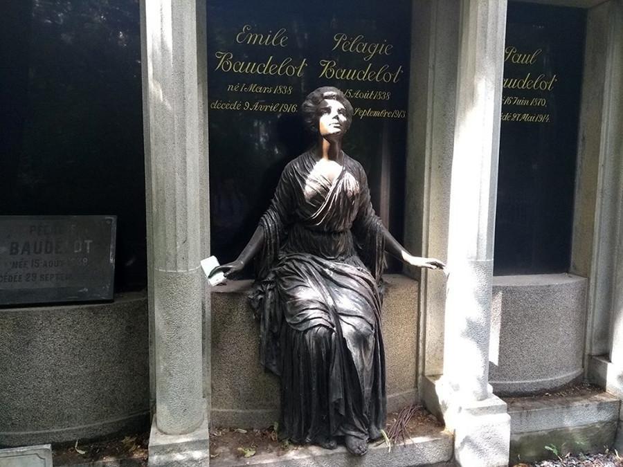 Гробницата на семейство Боделот във Веденското гробище