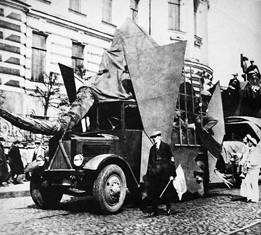 Dekorationen zum Jahrestag der Oktoberrevolution am 1. Mai, Moskau, Petrograd, Leningrad, 1918-1929