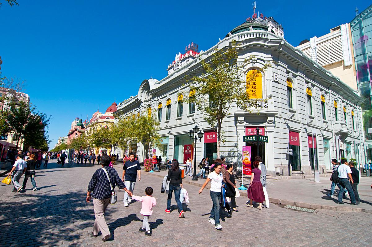 Die im europäischen Stil gehaltene Hauptstraße im Stadtbezirk Daoli, Harbin.