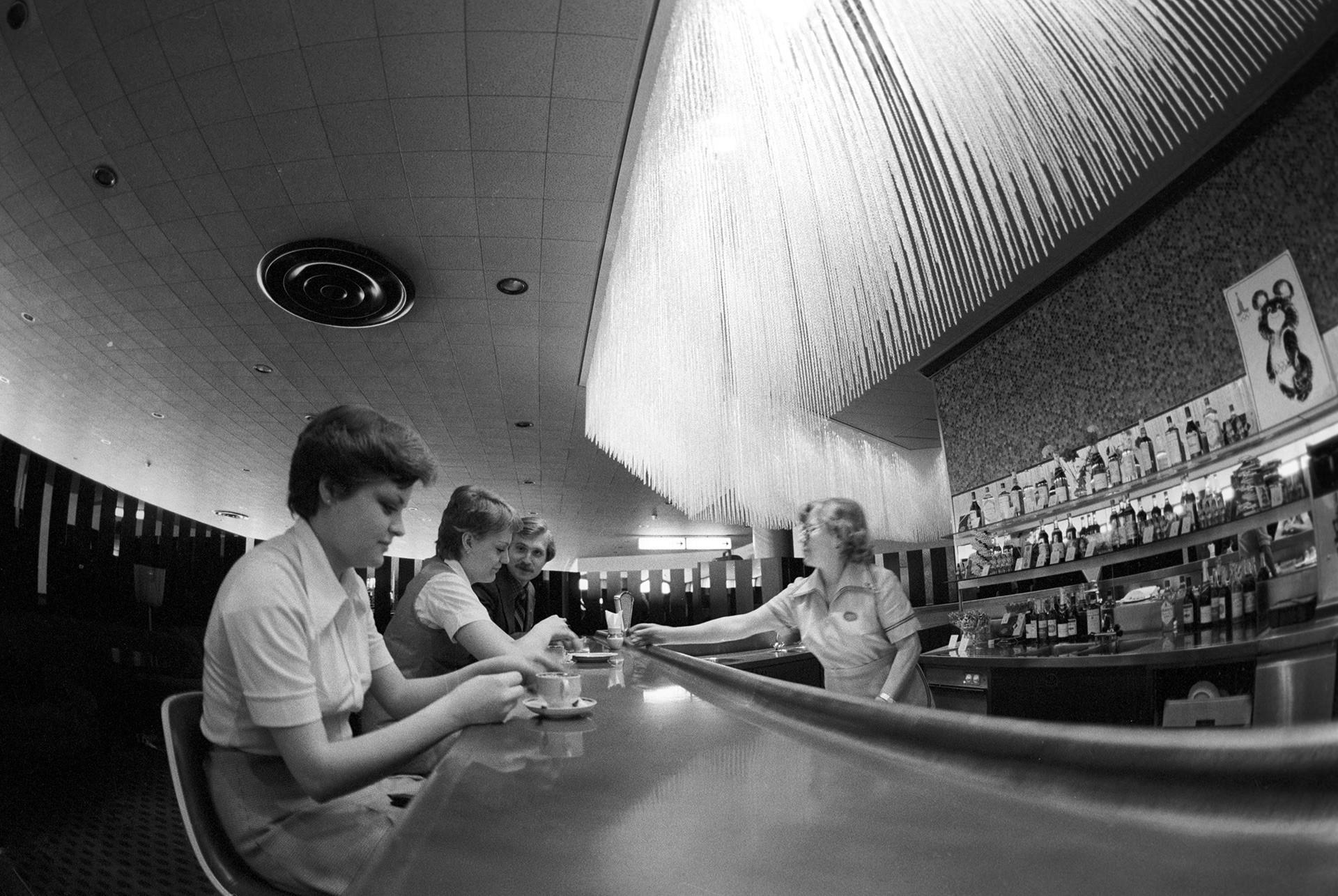 El bar en el aeropuerto Sheremétievo-2