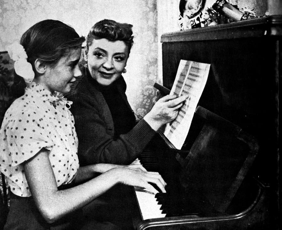 Zoia Fiodorova com sua filha Vitória