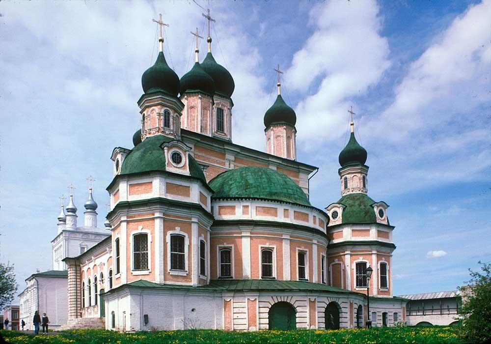 Pereslavl-Zalesskij. Monastero della Dormizione Goritskij. Cattedrale della Dormizione, vista sud-est. 21 maggio 1996