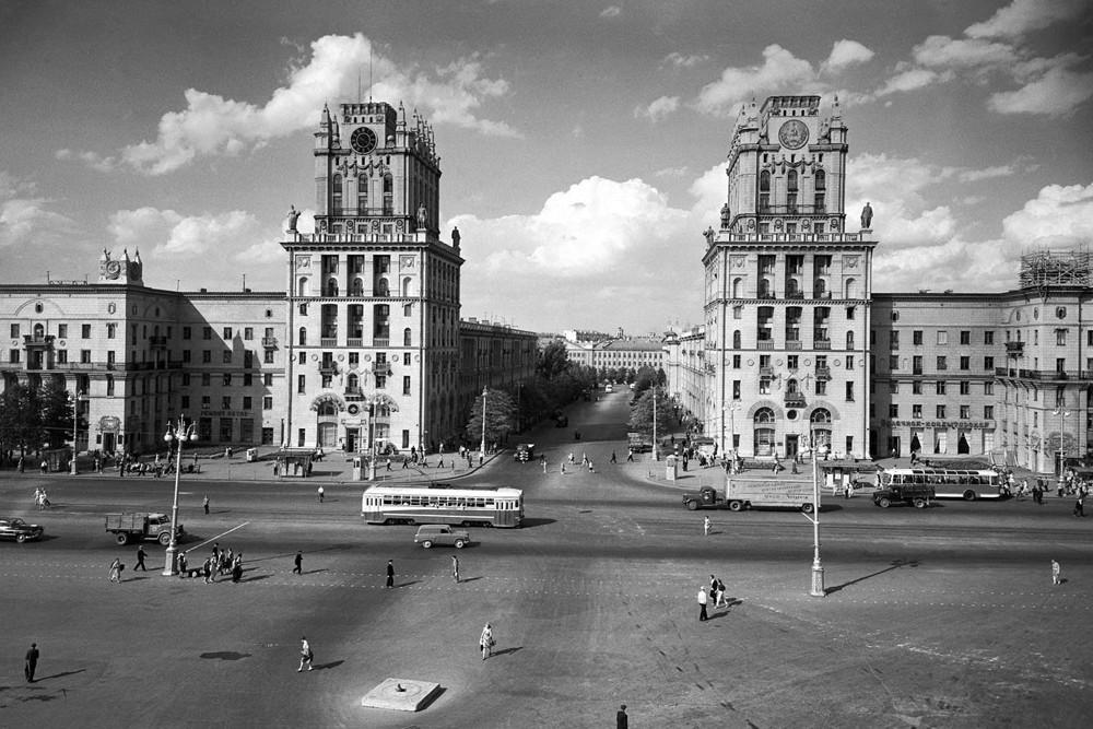 Place de la gare, Minsk (Biélorussie), années 1960