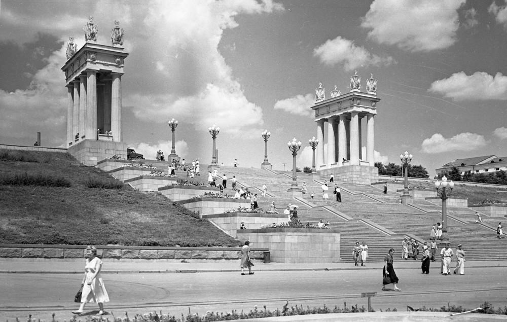 Escalier central sur les berges de la Volga, Volgograd, années 1960