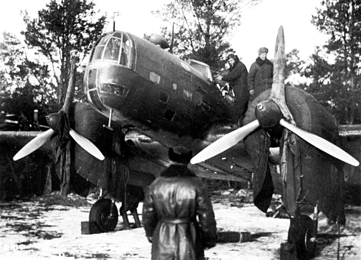 Военният самолет на полковник Й. Преображенски преди полета за Берлин