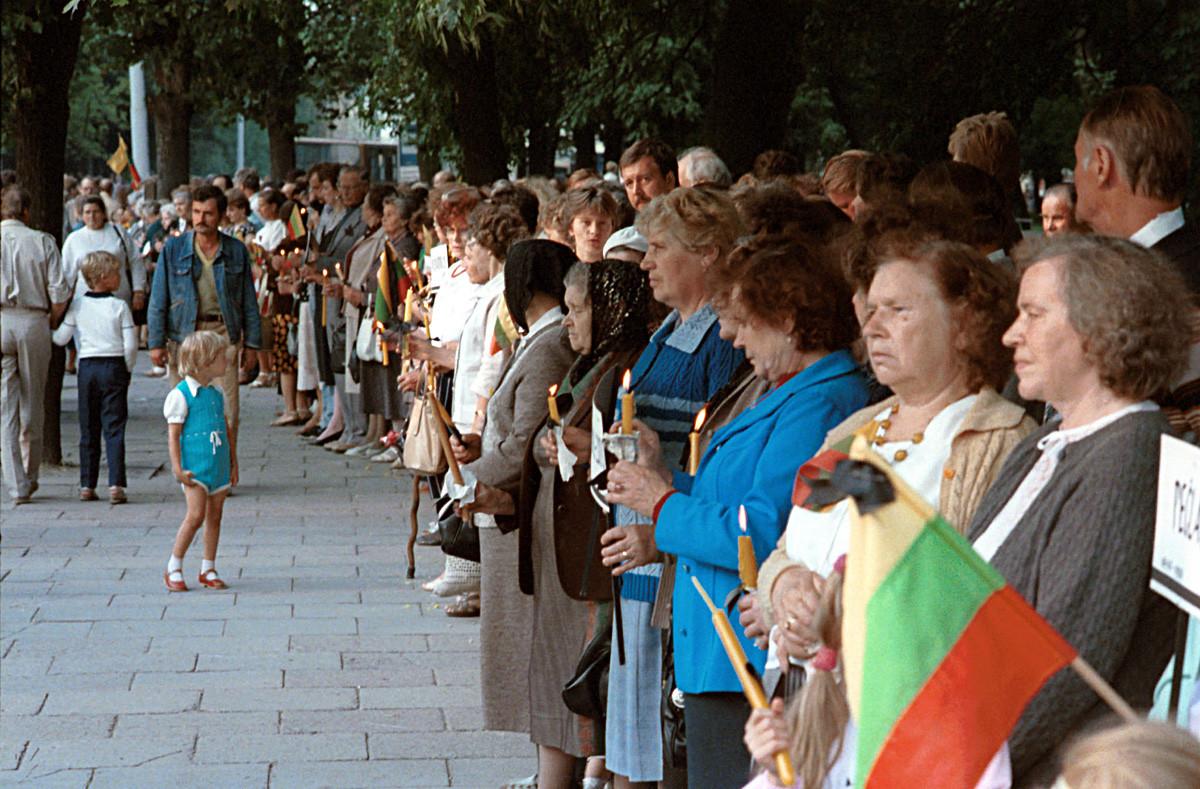 Los lituanos forman parte de la Cadena Báltica