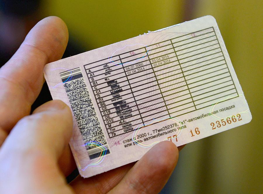 GIBDD(国家道路交通安全監督局)が発行した新型の運転免許