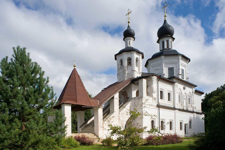 Borodinó. Iglesia del Icono de Nuestra Señora de Smolensk. Vista suroeste. 21 de agosto de 2012.