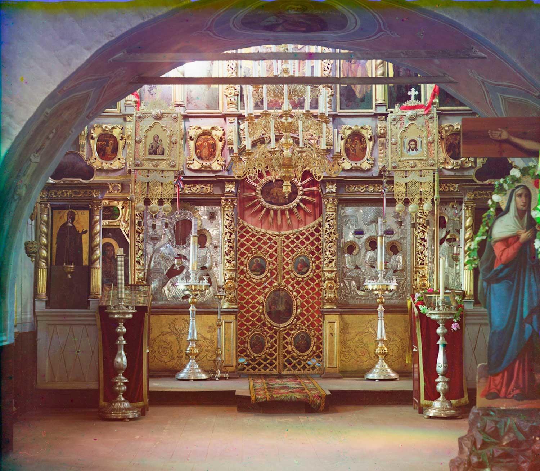Iglesia del Icono de Nuestra Señora de Smolensk, nivel superior. Vista desde el vestíbulo hacia la pantalla de iconos. Verano de 1911.