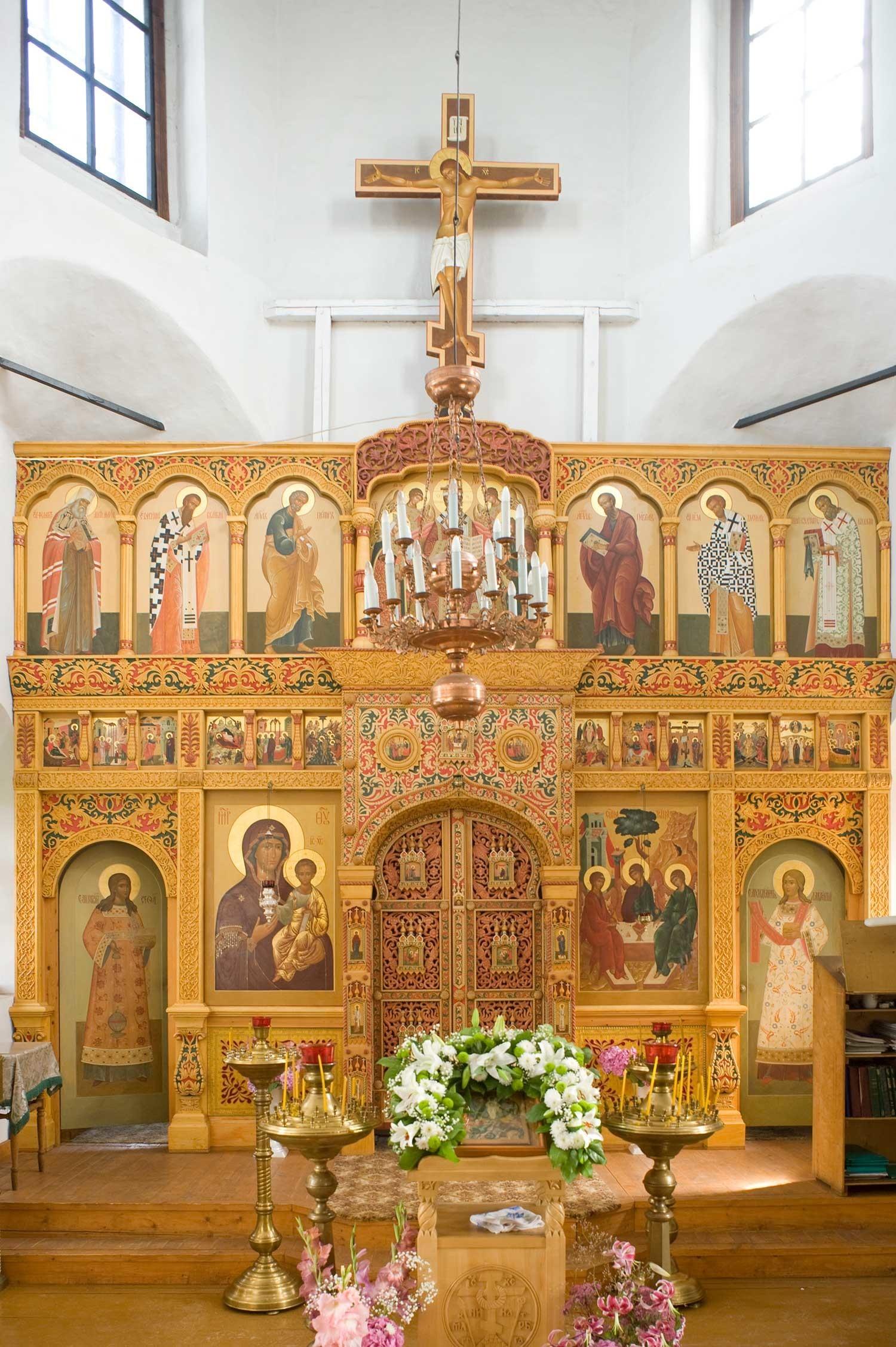 Iglesia del Icono de Nuestra Señora de Smolensk, nivel superior. Pantalla de iconos. 21 de agosto de 2012.
