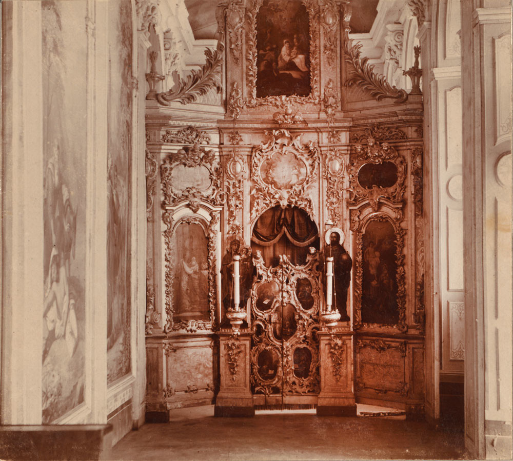 ゴリツキー生神女就寝修道院。 生神女就寝大聖堂。南側の生神女福音(受胎告知)礼拝堂。イコノスタスを望む。1911年夏。