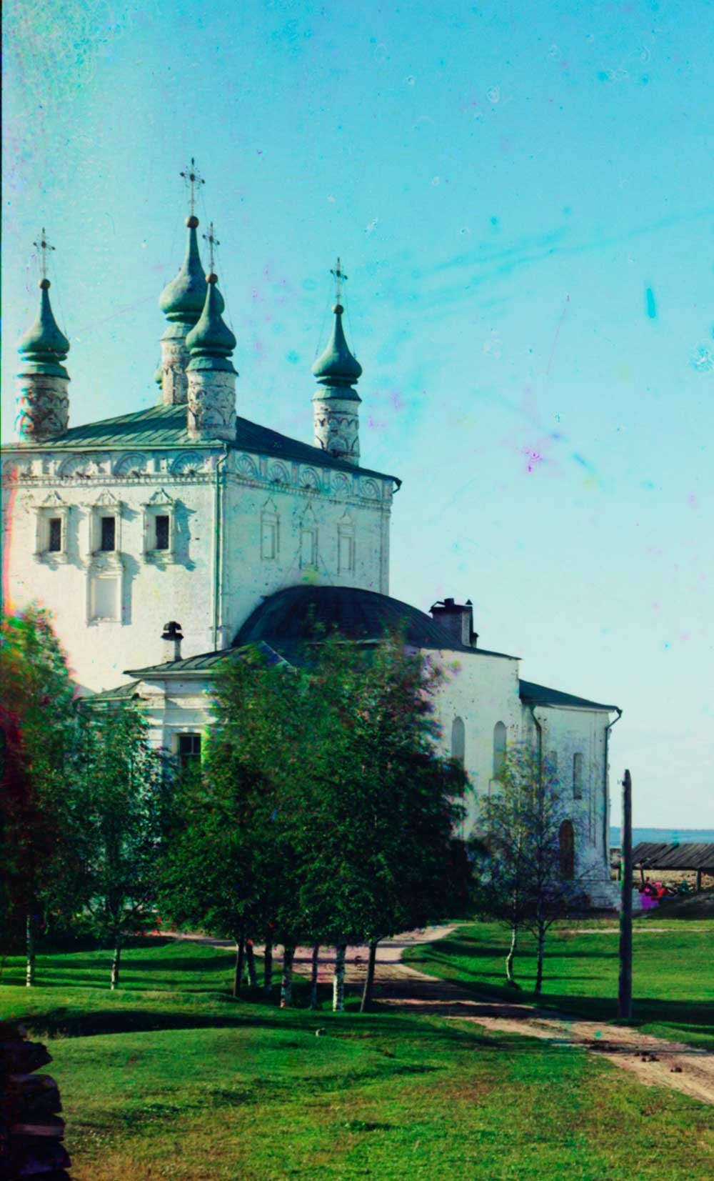 ゴリツキー生神女就寝修道院。全聖人教会。南東側の景観。1911年夏。